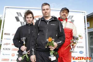 Pallen i race 2 för Formel Ford. Från vänster: Viktor Ljungdahl, John Thim och Roy Richvoldsen.