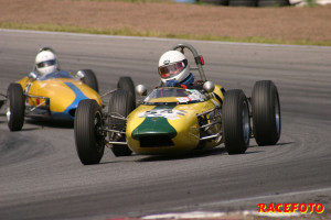Jörgen Brünne kör Formula Junior i den lite nyare klassen med motorn bak.