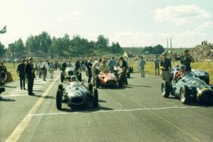 Historisk racing har körts länge i Sverige redan på Kanonloppet 1966 kördes det historiska bilar i Karlskoga; #17 John LeSage & #7 Allan Cottam i första ledet.