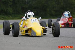 Henry Sandblom fick sitt genombrott i Formel Ford där han vann båda racen.