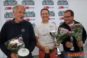 Lars Weigl gratuleras till sin första vinst av Lennart Bengtsson och Björn Zetterman.