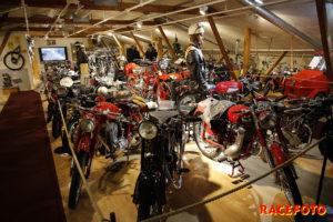 Det fanns en avdelning bara för motorcyklar.