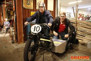 Björn och Tomas Otterberg provade känslan av att åka sidovagn.
